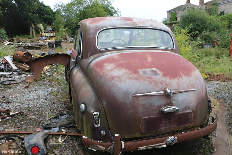 Sőt, valahol megvan az az autó is, amit az egyik első Superman filmben rádobtak a szuperhősre az 50-es években.