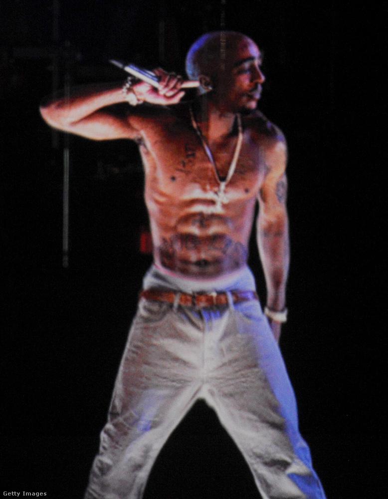 2012-ben a Coachella fesztiválon megjelenítették Shakur hologramját - ez látható a fotón.                         A mai napig számos teória kering arról, hogy tupac igazából nem is halt meg, nemrég egy szelfi is elkezdett keringeni a neten, amin egy a rapperre hasonlító férfi látható.
