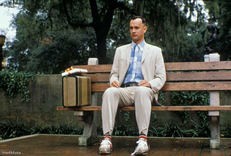 Tom Hanksnek túl sok jó és híres filmje van, de ami talán a legtöbb embernek eszébe jut először, az a Forrest Gump