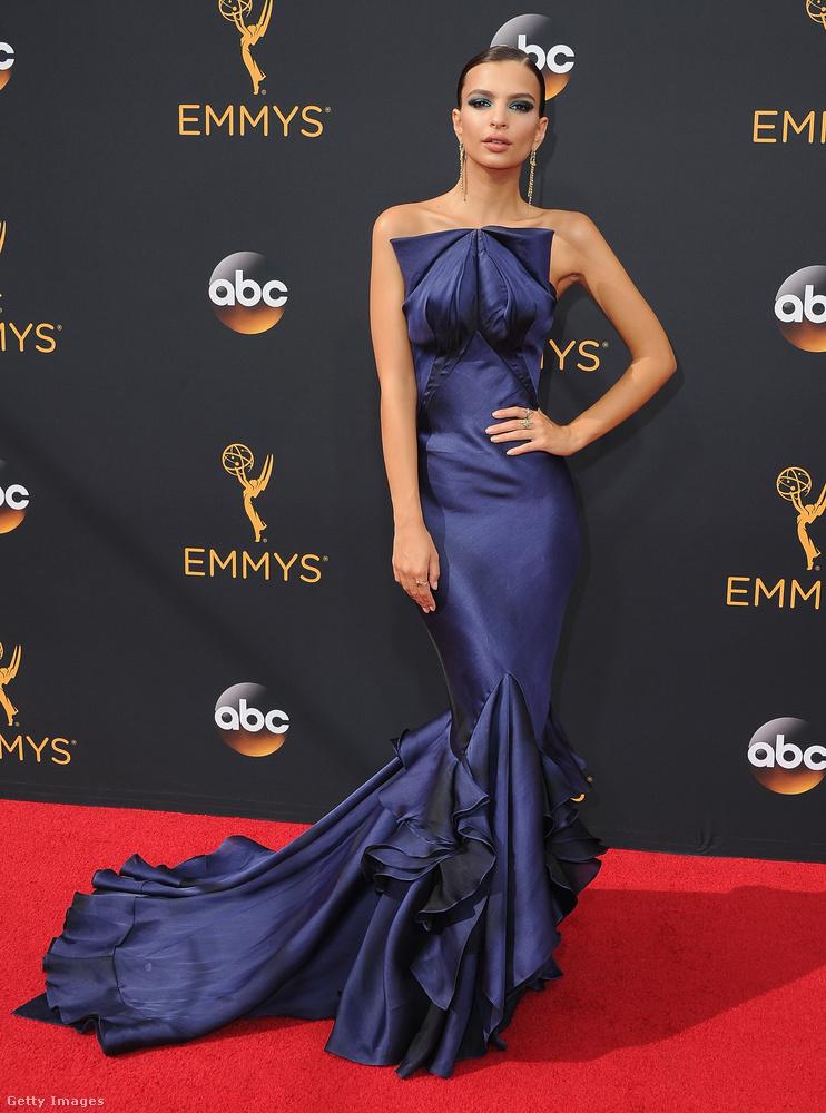 Hatalmas bréking is történt az este, ugyanis Emily Ratajkowskin volt ruha.