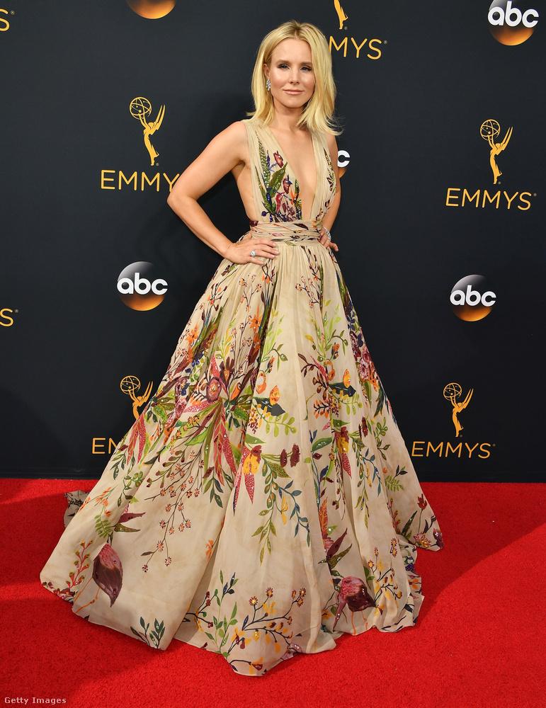 Egyértelmű, hogy Kristen Bell volt a legszebb, persze könnyű dolga volt, mert egy ilyen csodálatos ruhában egy krumpli is gyönyörű lenne.
