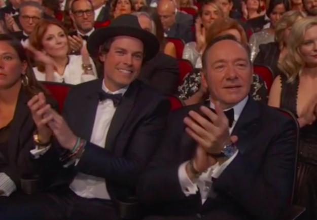 Többeket leginkább az érdekelt, hogy ki az a piszok jóképű, kalapos pasi Kevin Spacey mellett..