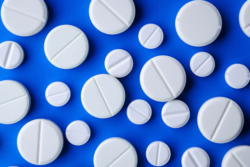 aszpirin az arcon lévő vörös foltok ellen)