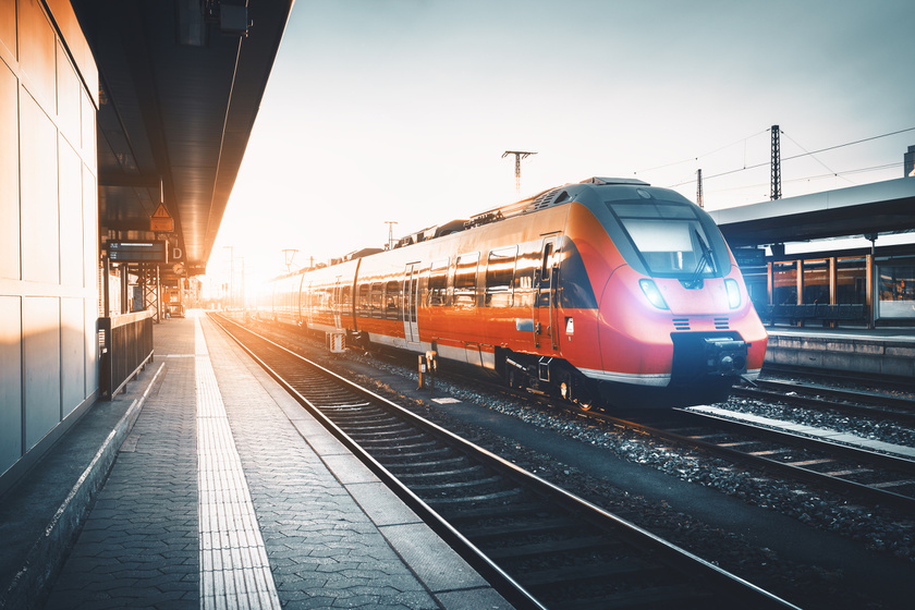 vonat gyorsan fogyjon