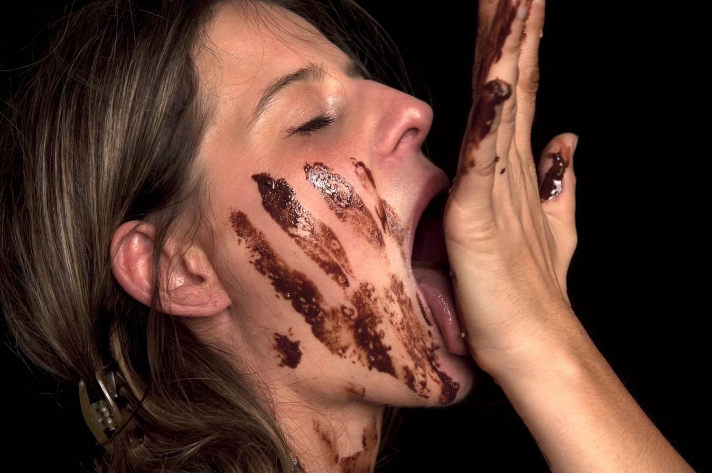 Bele lehet halni a csokievésbe?