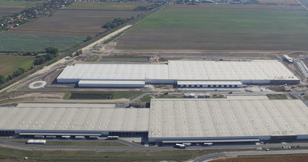 Európa legnagyobb tetőn kialakított napelemparkja épül Győrben