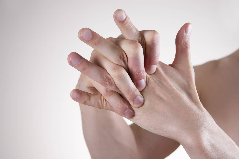 ízületi ropogások és fájdalom új generációs rheumatoid arthrosis kezelés