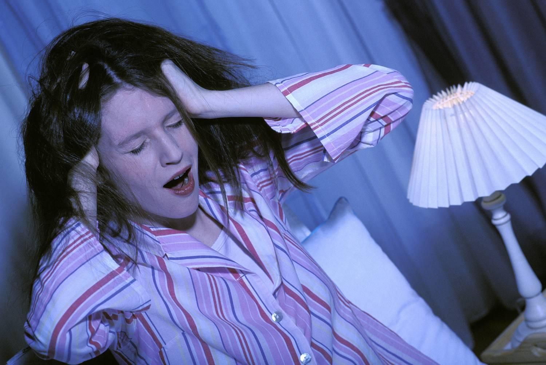 Magas vérnyomást is okozhat az alváshiány