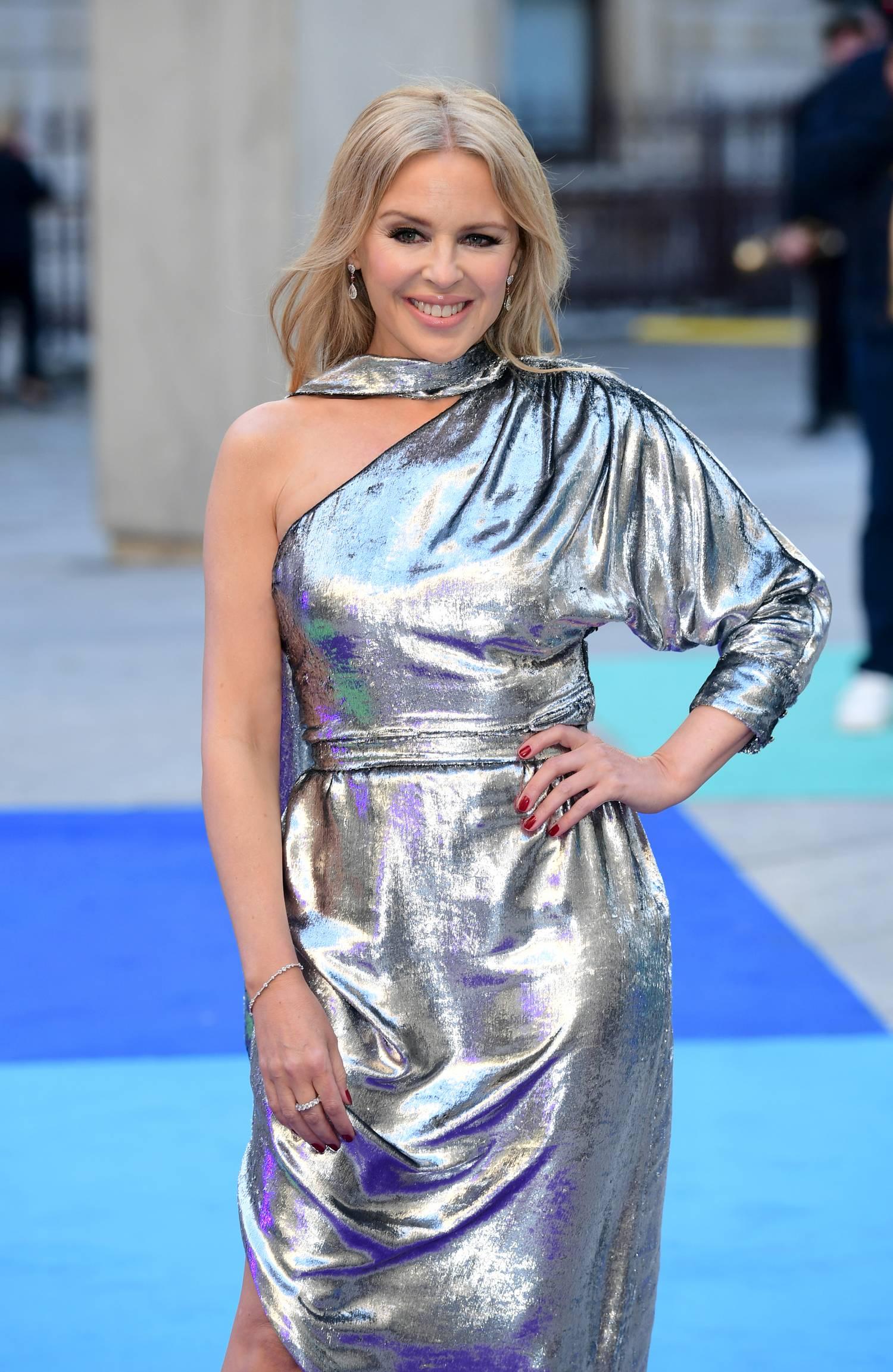 82b21589b4 Velvet - Gumicukor - Még az olyan tapasztalt díva is megbotolhat a vörös  szőnyegen, mint Kylie Minogue