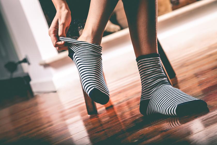 Zseniális trükk: így varázsolhatsz 5 másodperc alatt titokzoknit a sima zokniból