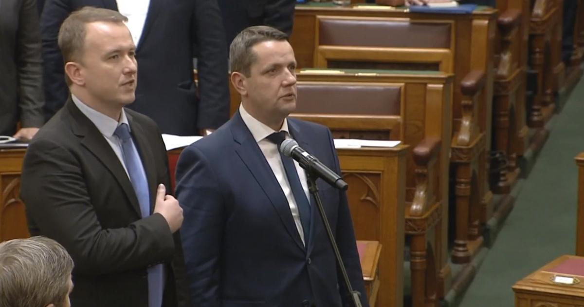 Kiegészítette a parlamenti esküt a DK új képviselője, a Fidesz kiakadt