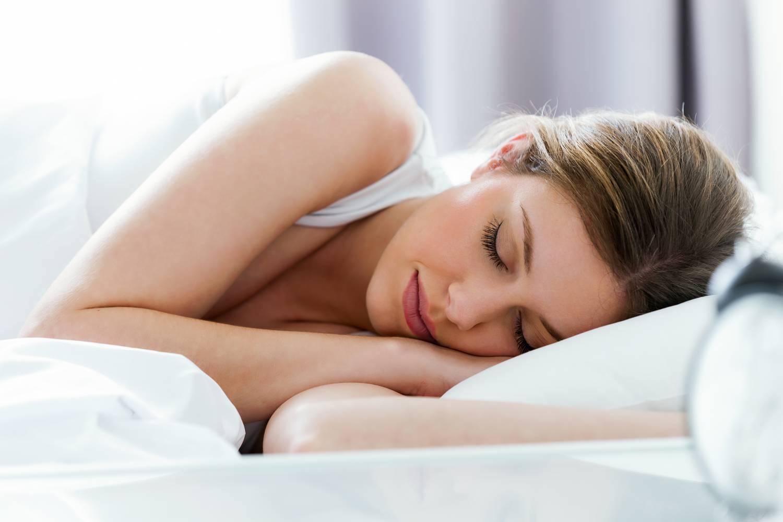 5 zsírolvasztó ital lefekvés előtt, ami alvás közben hat