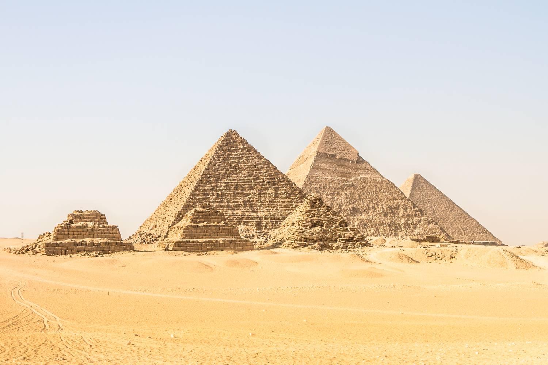 A gízai piramis tetejéről posztolt egy influenszer, lecsukták érte
