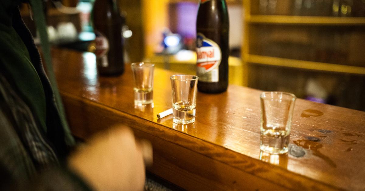Friss hírek: A hivatalosan megadott 380 ezernél sokkal több alkoholfüggő lehet az országban. A 90 százalékuk még csak a problémát sem ismeri fel, és a kormány sem siet megoldani a dolgot. Mennyit és mit iszik a magyar?