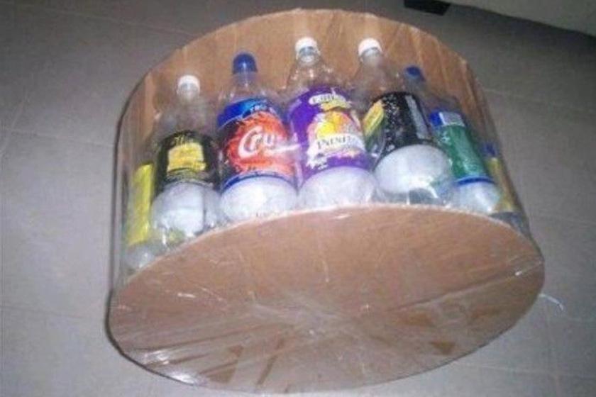 Hogy lesz 50 műanyag palackból dizájnos, trendi bútor? Csináld magad puff a nappaliba