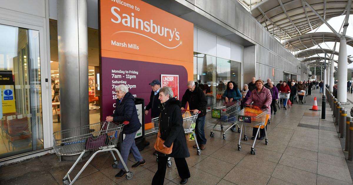 Nagy-Britanniában külön idősávot kap az ételvásárlásra az egészségügy