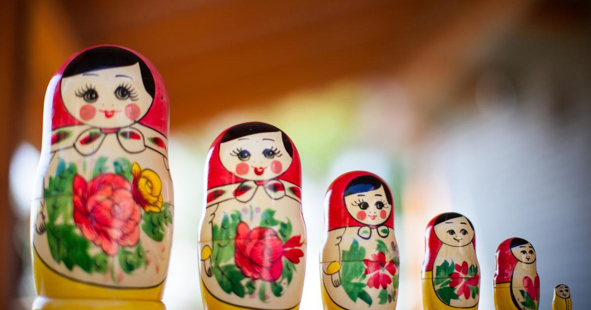 Mikor és miért találták ki a matrjoska babákat? A fajáték eredetileg Japánból származott
