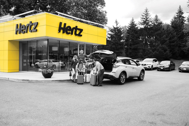 100 ezer Model 3-ast rendelt be egyben a Hertz autókölcsönző