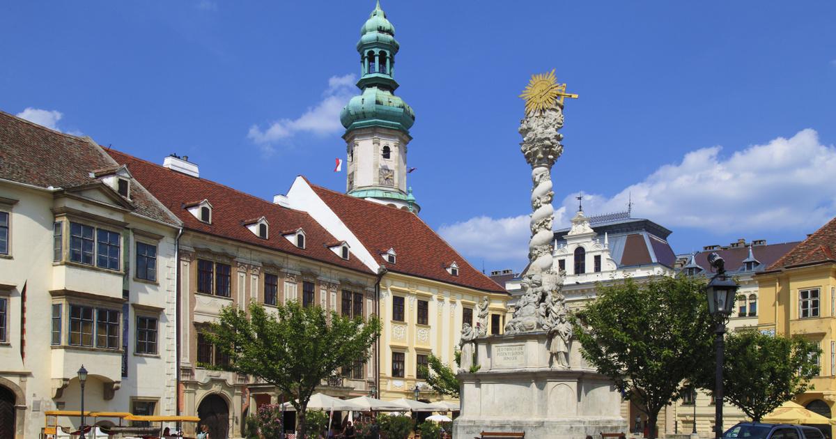 Melyik magyar város főtere van a képen? Felismered egyetlen fotóról?
