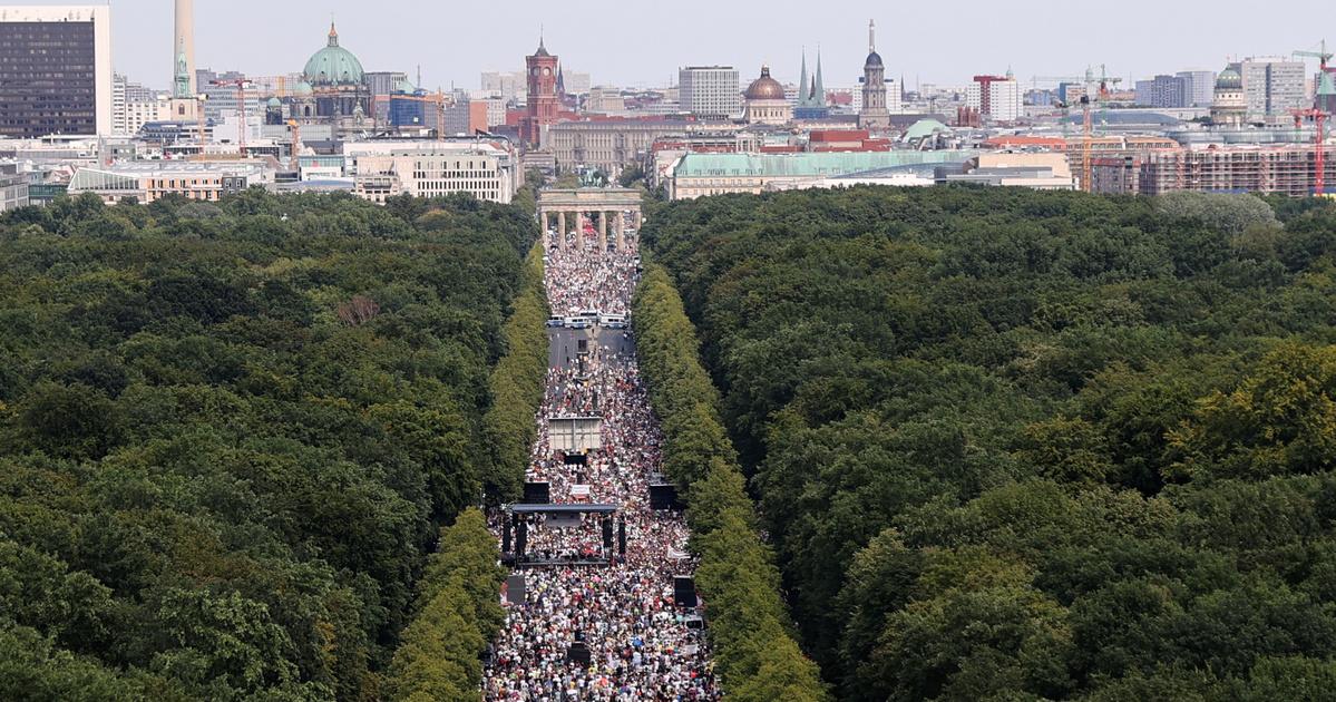 egyetlen párt berlin szombat)