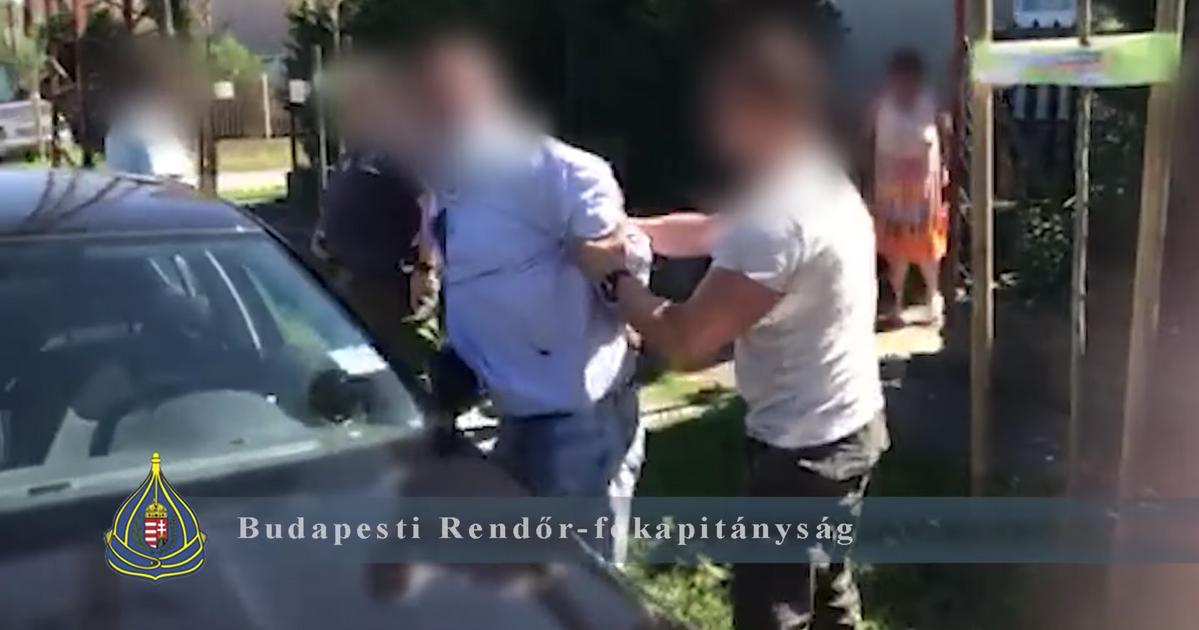 Friss hírek: Az unokázós sztorik királyát szállította a rendőrség a 71 éves nőről, aki nem hagyta magát.