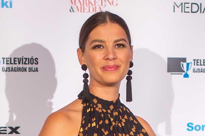 Ördög Nóra aranymintás ruhában ragyogott a gálán – Ő nyerte a női műsorvezető díját