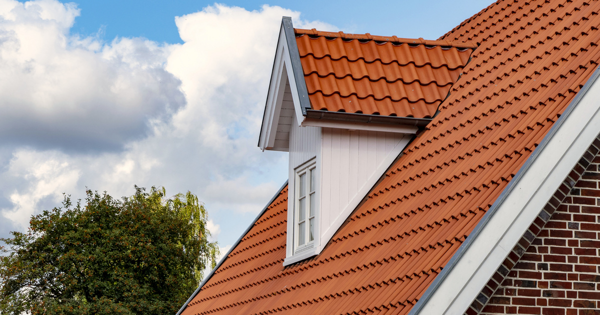 10 millió forint is járhat tetőtér-beépítésre: a többgenerációs otthonokban élő fiatalok is felvehetik a csokot