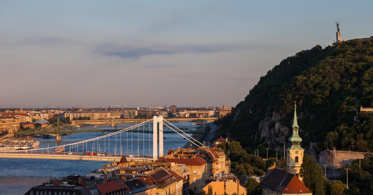 Kvíz Budapest szobrairól: mit tart a kezében a Gellért-hegyi Szabadság-szobor?