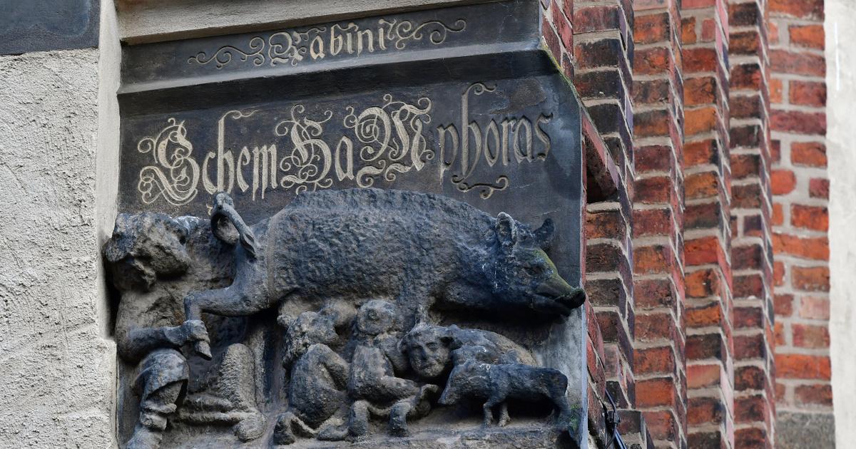 Maradhatnak az antiszemitának minősített középkori faragványok a bajor templomokban