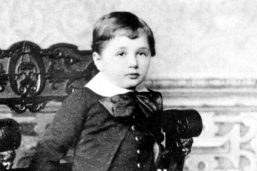 Ez a 3 éves kisfiú lett a világ leghíresebb fizikusa – Felismered?