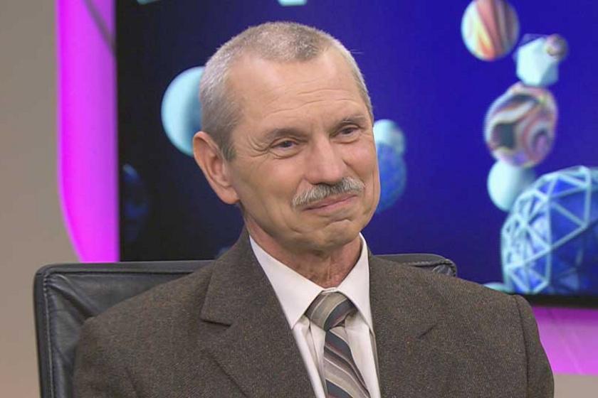 Rusvai Miklós az ország kedvenc vírusszakértője – Tanyáján a birkákat is ő nyírja