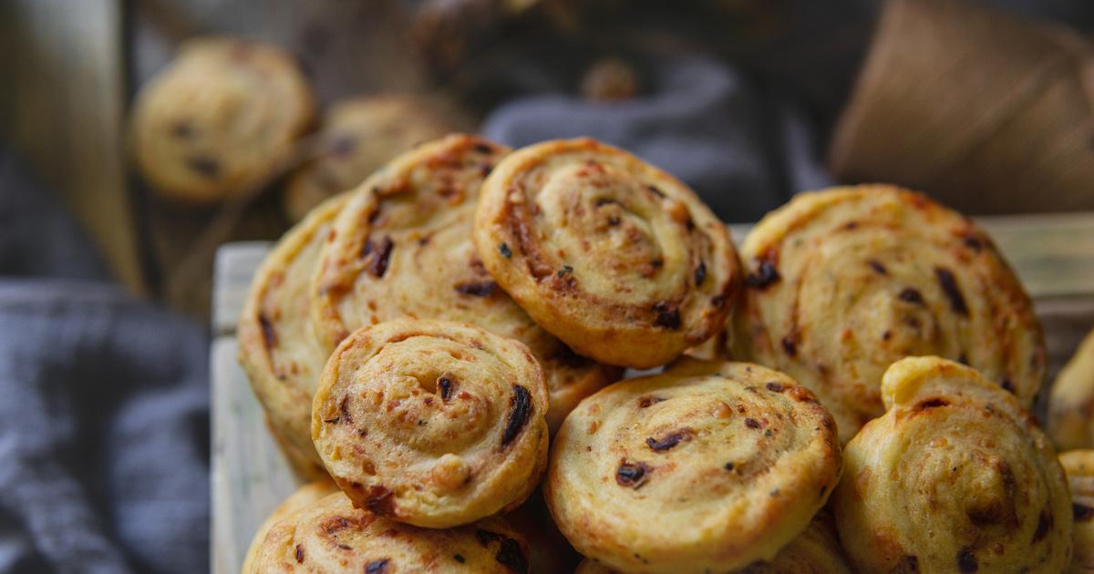 Sajtos tekercsek leveles tésztából: roppanós finomság a legegyszerűbben