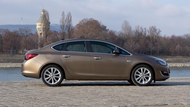 Totalcar - Tesztek - Megvolt: Opel Astra Sedan 1.4 Turbo ...
