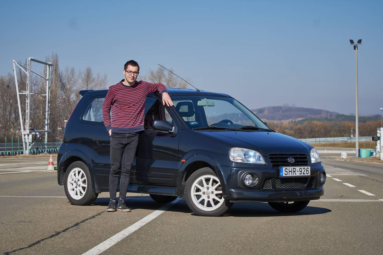 Lenyúlta a mamája Suzuki Ignisét, de vezetni is tudja?