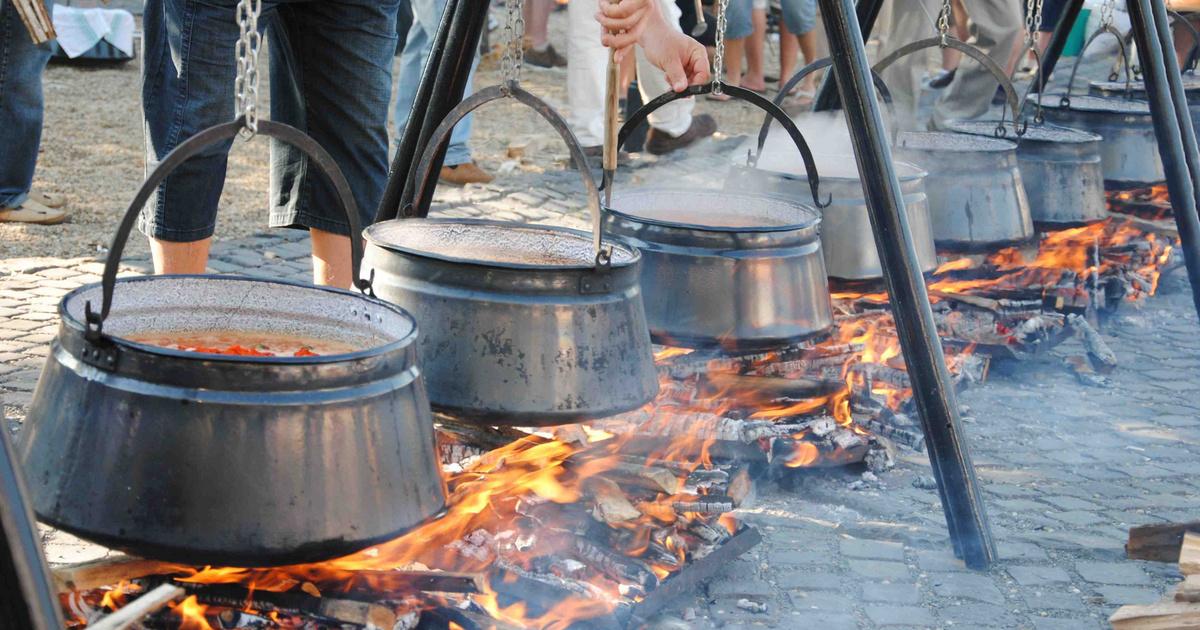 A gyufatésztának ugyanolyan kultusza van Baján, mint a halászlének: a Stranszki-tésztaüzemben jártunk