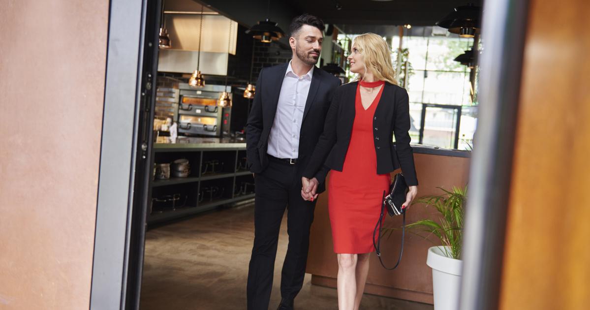 8 kérdéses illemtankvíz: tudod, ki megy ki előbb az étteremből, a nő vagy a férfi?