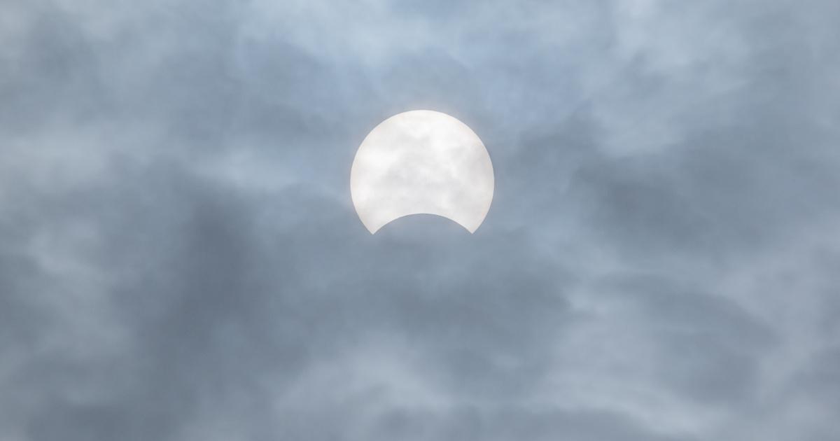 Különleges, gyűrűs napfogyatkozást figyelhetünk meg: pontosan mikor kell kémlelni az eget?