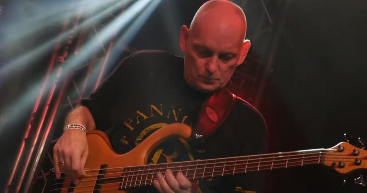 Meghalt a legendás magyar basszusgitáros