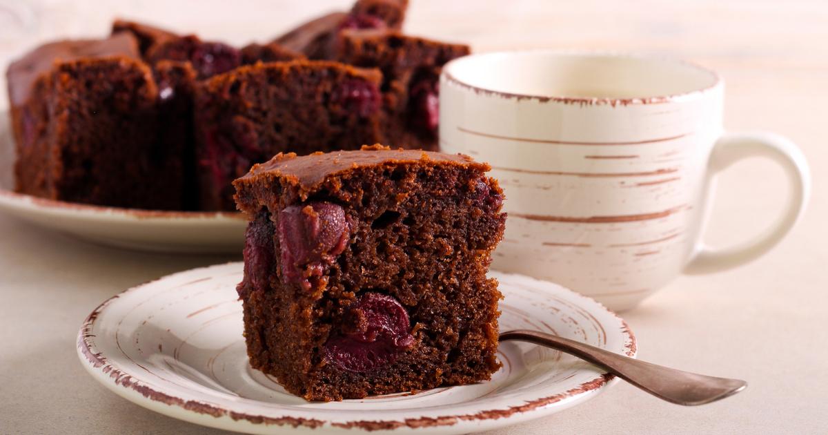 Mennyei meggyes kakaós süti: a legegyszerűbb kevert tészta