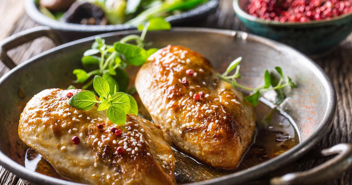 Oregánós, fokhagymás csirkemell a sütőből: omlós, szaftos és gyors főfogás