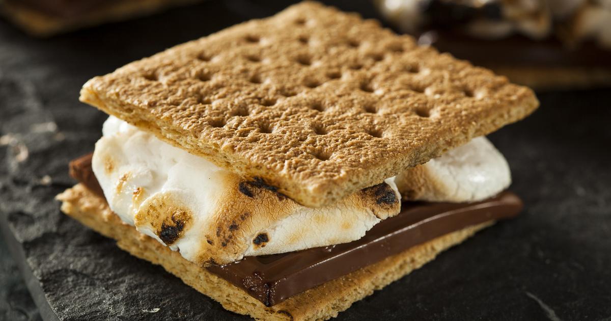 Grillen sült pillecukor csokis kekszréteg között: a S'more Amerika nagy kedvence