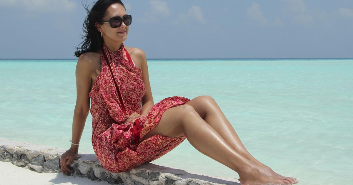 Így kösd meg a strandkendőt, hogy igazán csinos legyen: 13 nőies variációt mutatunk
