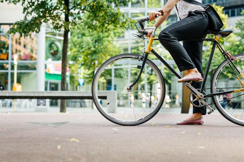 Ebbe a magasságba állítsd a biciklinyerget, hogy kényelmes legyen: segítünk kiszámítani