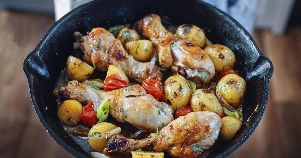 Tepsis csirkecomb vele sült paradicsommal és újkrumplival: együtt pirul a hús és a köret