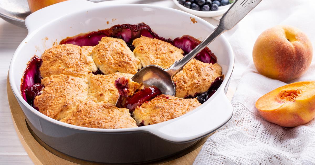 Tálban sült, barackos, áfonyás pite: a cobbler könnyen és gyorsan készül