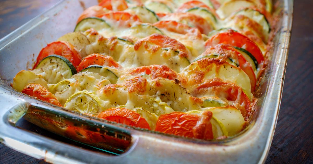 Paradicsomos, cukkinis rakott krumpli: darált hússal és sok sajttal fenséges