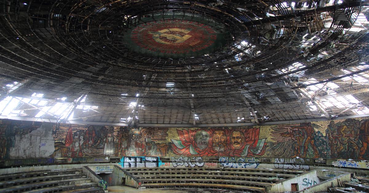 Felújítják Bulgária szétrohadt kommunista csészealját