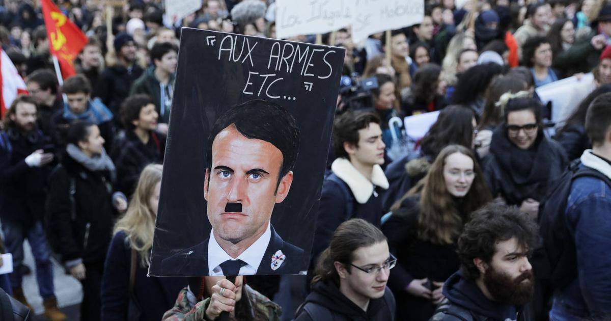 Macron zokon vette, hogy Hitlerként ábrázolták