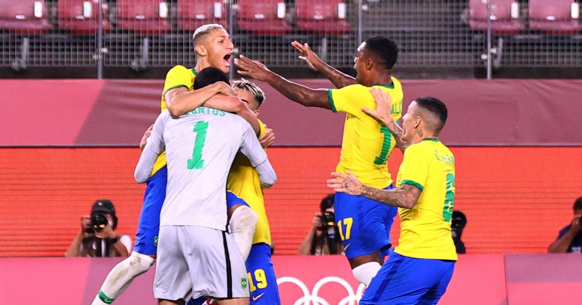 Brazília tizenegyesekkel a foci döntőben