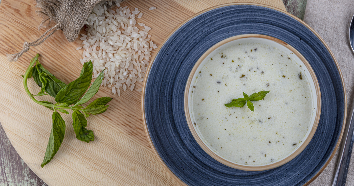 Hűsítő török joghurtleves főzés nélkül: egyszerre frissít és laktat